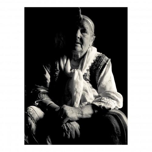 Une mami en costume traditionnelle - Algerie