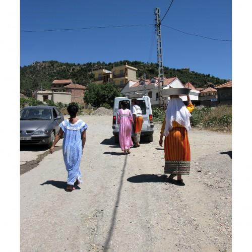 Habits des femmes du village.